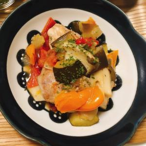 夏野菜たっぷり♪ズッキーニと鶏肉のトマト煮