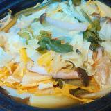 キャベツしめじオレンジ白菜かぶ葉のホットサラダ