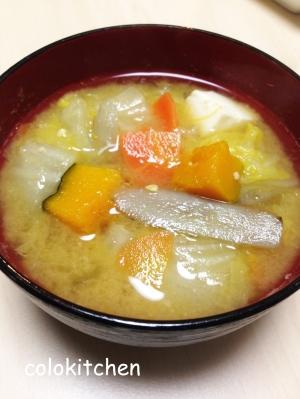 野菜ごろごろ具沢山味噌汁(カボチャ・ごぼうなど)