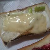 アスパラとしらすのチーズトースト