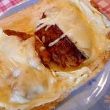 チーズハンバーグのオープントースト