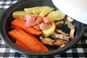 タジン鍋でヘルシー野菜の蒸しレシピ