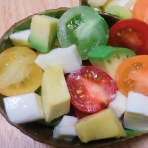 アボガドとチーズとミニトマトのカプレーゼ