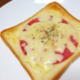 朝食に☆ボロニアソーセージのチーズトースト