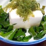 海ぶどうを乗せた~しょうが味豆腐のやっこ