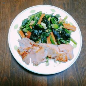 小松菜と味付け海苔の卵炒め鮭ソテー添え
