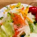 フレンチドレッシングで食べるサラダ