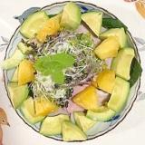 サラダ(ほうれん草)、ロースハム、パインのサラダ