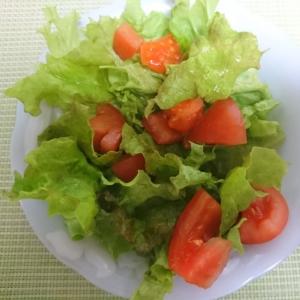 トマトとサニーレタスのサラダ