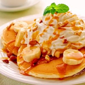 自家製・バナナキャラメルの豆乳パンケーキ