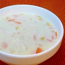 鶏ささみと人参じゃがいもたまねぎの豆乳スープ