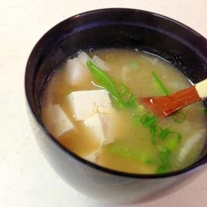 大根と絹さやと豆腐のお味噌汁