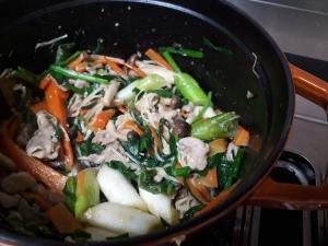 STAUBで中華風♪豚こま肉と野菜の蒸し焼き