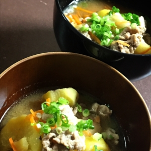 サツマイモと豚肉の味噌汁