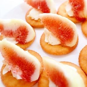 【簡単】イチジクとクリームチーズのリッツカナッペ