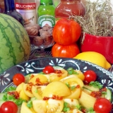 簡単ピーチトマトと胡瓜の食べるラー油サラダ☆