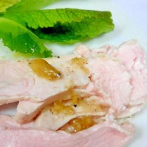 わさびドレッシングで 胸肉の冷製サラダ