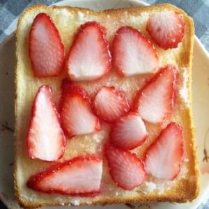 簡単に苺ジャムトースト☆
