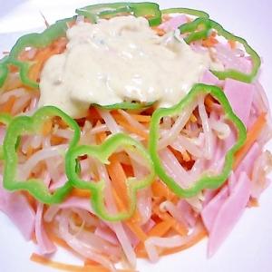 ハムと茹で野菜サラダ マヨワサにんにく醤油ドレ掛け