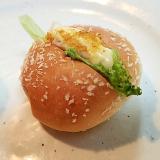 レタス&サラダチキンinカレーパン