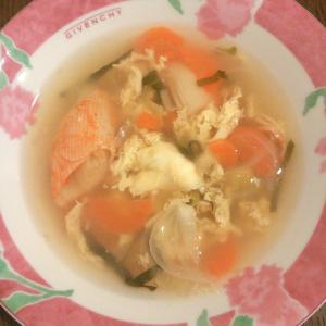 カニカマと卵の野菜スープ