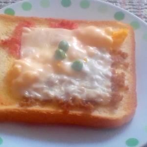 そぼろ丼の具を使って、チーズそぼろトースト!