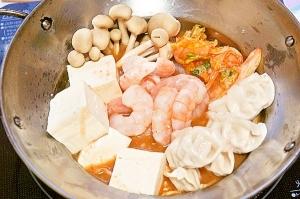 野菜価格高騰にお助け!和風な隠し味のキムチ鍋