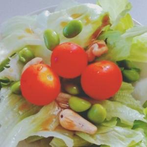 トマト枝豆ナッツのサラダ