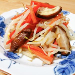 もやしと人参と椎茸の炒め物