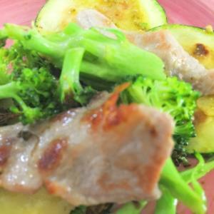 豚肉とズッキーニとブロッコリー炒め