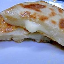 簡単!韓国屋台の味★もちもちホットク(チーズ蜂蜜)