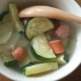 ズッキーニとじゃがいもとウィンナーのスープ