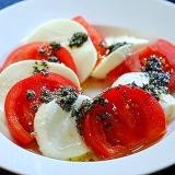 簡単! トマトとモッツァレラチーズのカプレーゼ