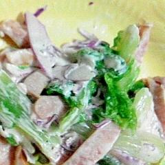 山東菜とムラサキキャベツとウインナーのサラダ