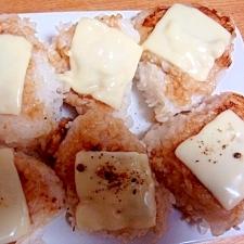 チーズ七味の醤油ごま油焼きおにぎり