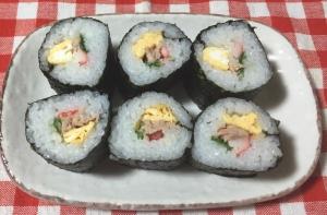 節分の恵方巻きにも!カニカマ卵ツナ水菜で巻き寿司