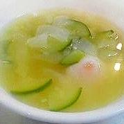 ポーチドエッグのコンソメスープ