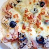 ハムとオリーブとマッシュルームのピタパンピザ