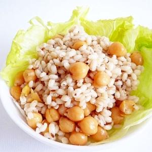 もち麦とひよこ豆のエスニックサラダごはん