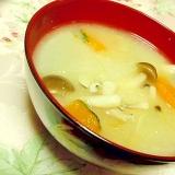 胡麻香る❤シメジと南瓜と大根のおみそ汁❤