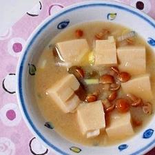 なめこと高野豆腐の味噌汁