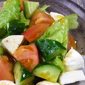 トマトきゅうりモッツァレラのタコシーズニングサラダ