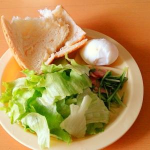 簡単★パンとサラダとゆで卵のヘルシーワンプレート