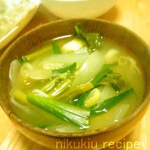 にら・かき菜・たまねぎ・ねぎの味噌汁