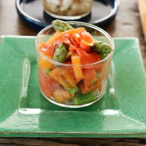 ボデガカップで 柿とサーモン、アスパラのサラダ