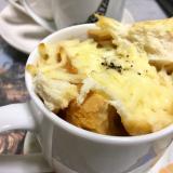食パンでオニオングラタンスープ