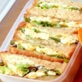 茹で卵とレタスのサンドイッチ