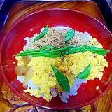 絹さやたっぷり鶏&玉子の三色丼