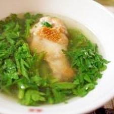 鶏手羽元と春菊のさっぱり中華スープ