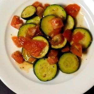 【簡単】ズッキーニとトマトのマリネ【夏メニュー】